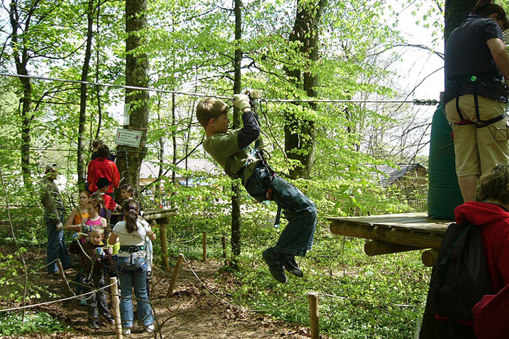 Outdoor Kinder im Wald